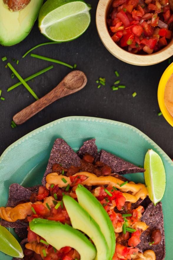 vegan chili cheese nachos